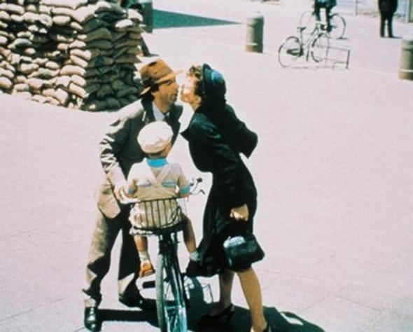 Roberto Benigni Life is Beautiful Movie Photo