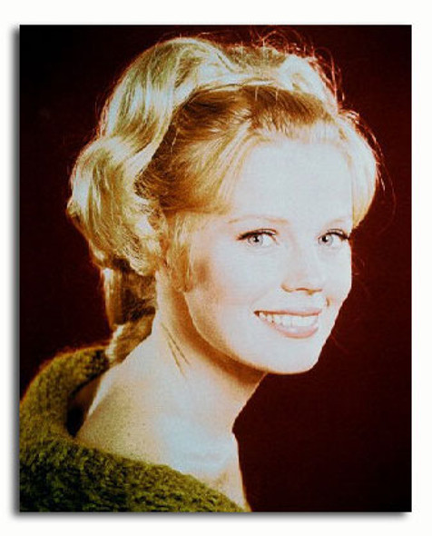 (SS3105167) Marta Kristen  Lost in Space Movie Photo