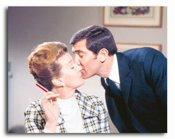 (SS3327584) George Lazenby, Lois Maxwell Movie Photo