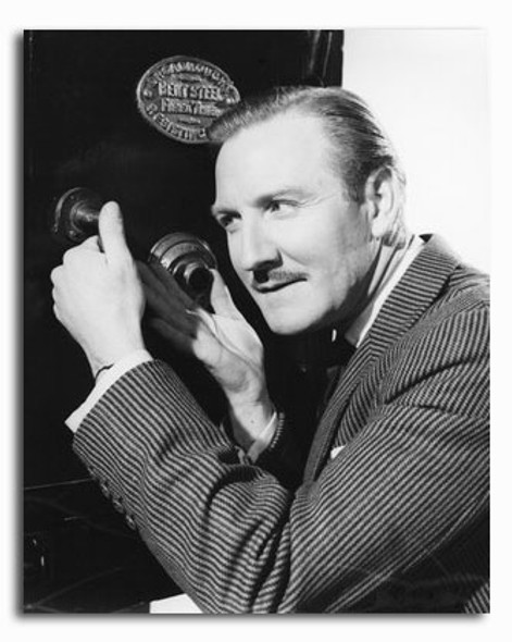 (SS2341053) Leslie Phillips Movie Photo