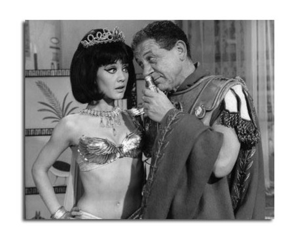 Carry on Cleo Movie Photo (SS2456870)