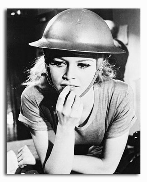 (SS210249) Brigitte Bardot  Babette s'en va-t-en guerre Movie Photo