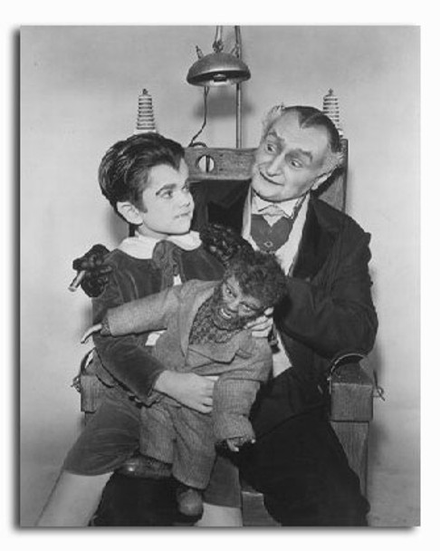 (SS2227940) Cast   The Munsters Movie Photo