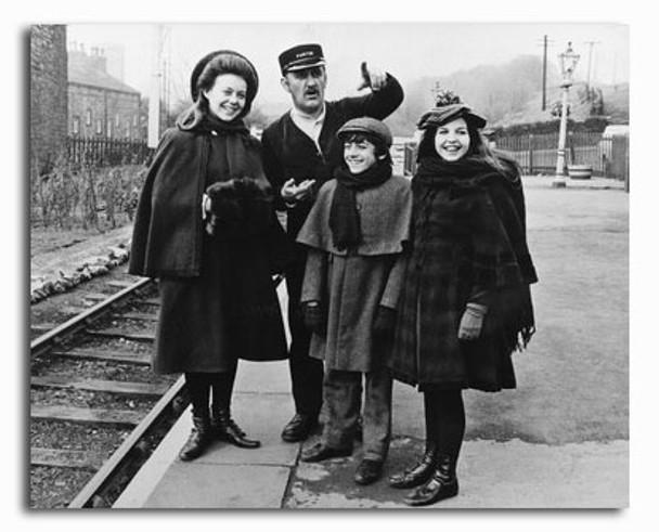 (SS2329613) Cast   The Railway Children Movie Photo
