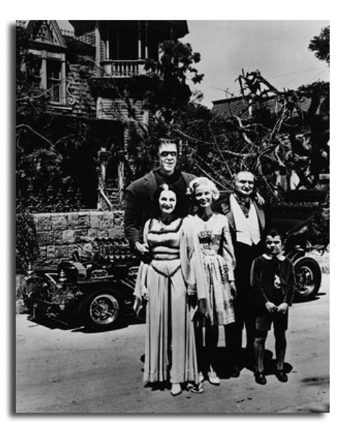 (SS2447380) Cast   The Munsters Movie Photo