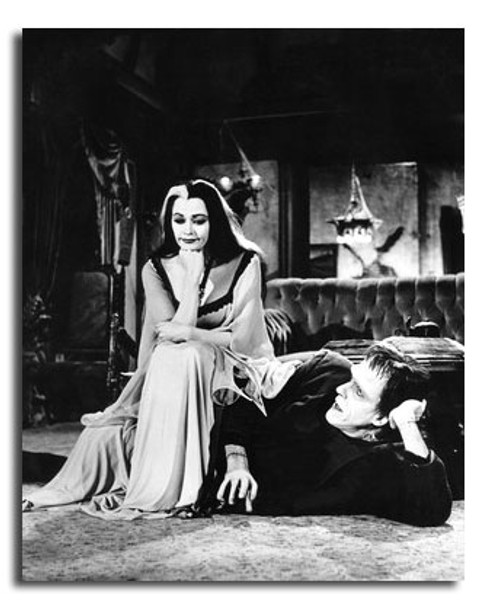(SS2449694) Cast   The Munsters Movie Photo