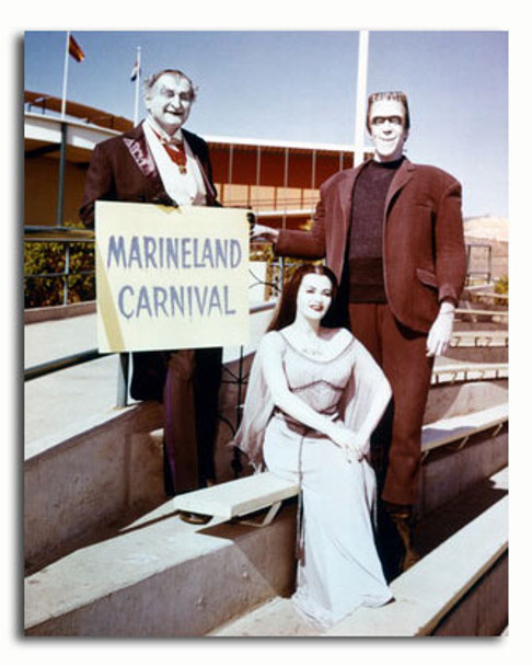 (SS3464019) Cast   The Munsters Movie Photo