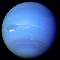 Neptune. Processed image from Voyager 2's narrow-angle camera 16 or 17 of August 1989. Neptune's south pole is at the bottom of the image. By NASA/JPL - http://photojournal.jpl.nasa.gov/catalog/PIA00046, Public Domain, https://commons.wikimedia.org/w/index.php?curid=31789