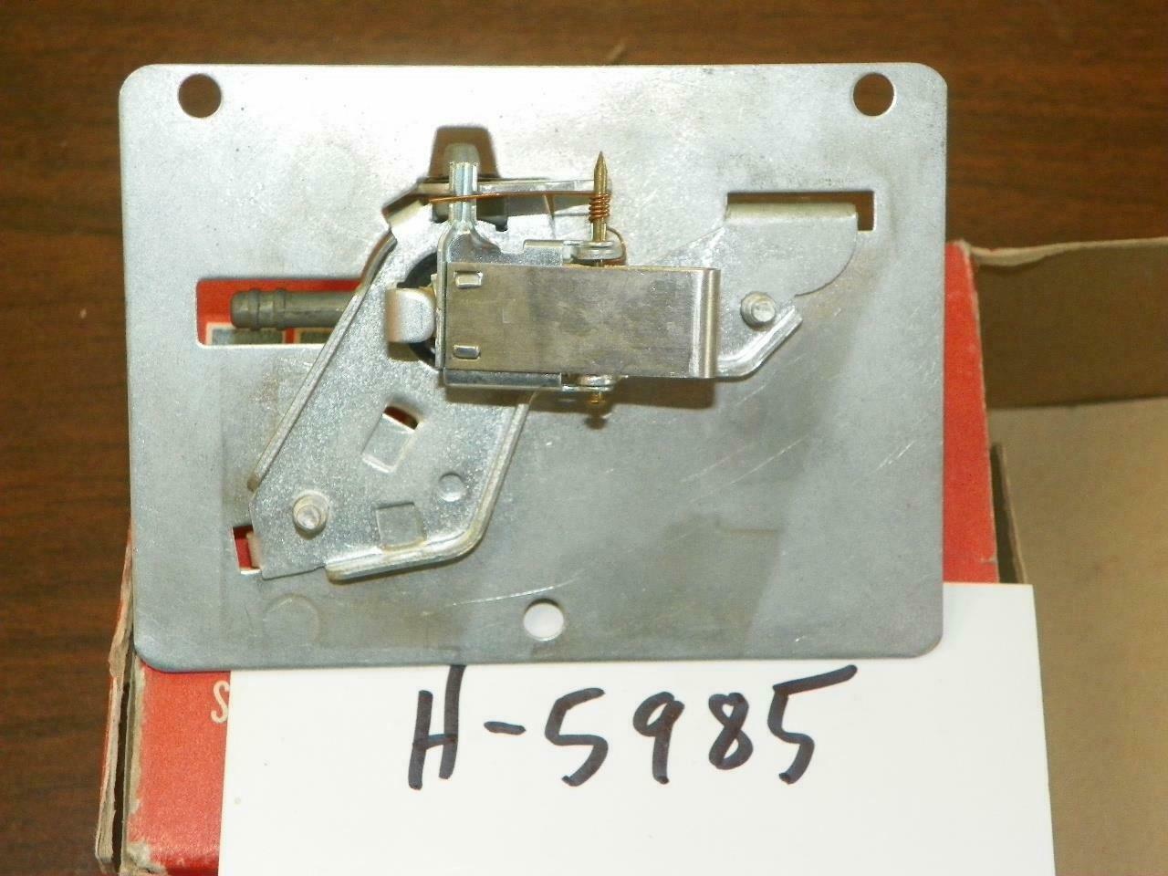 Heater Temperature Sensing Unit 1958 Oldsmobile, Everhot H5985, OEM 573676, NOS