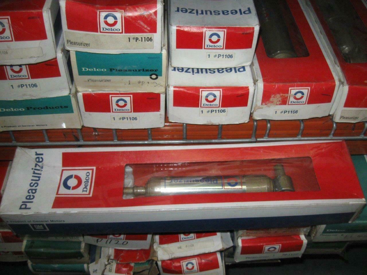 NOS Pair Delco Front Oil Charged Shocks Pleasurizer Fits Pontiac 1970-1975 P1165