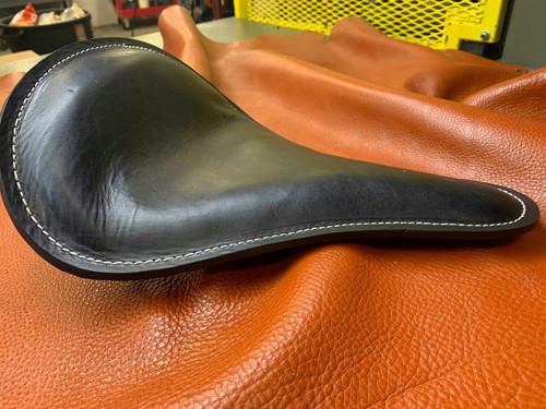 TRIUMPH BOBBER SOLO SEAT BLACK HAND DYE LEATHER LA ROSA