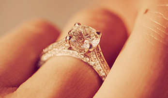 BUSTED: The Top 5 Myths of Engagement Ring Buying