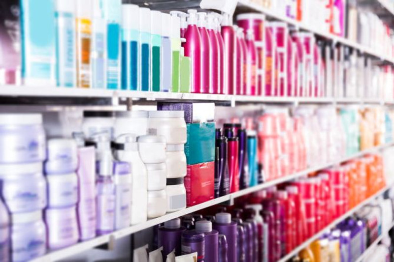 Choosing the Best Online Salon Products to Offer Your Clients