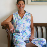 Women's printed 100 % poplin cotton sleeveless capri pajamas