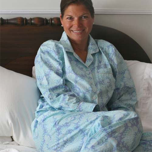 Women's long sleeve, printed cotton poplin pajamas.