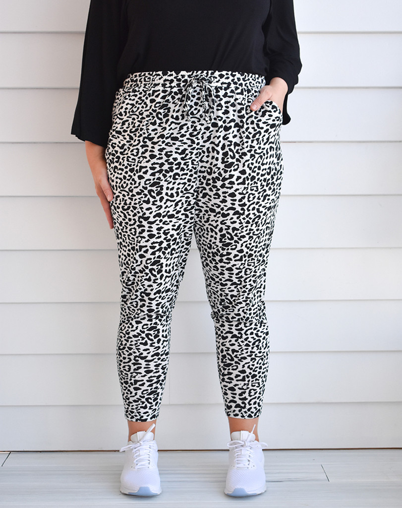Freez Slouch Pant White Animal