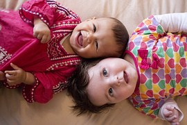 baby_girls_happy_communicating