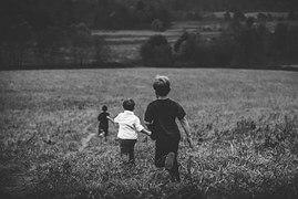 boys_running_escaping_victimization