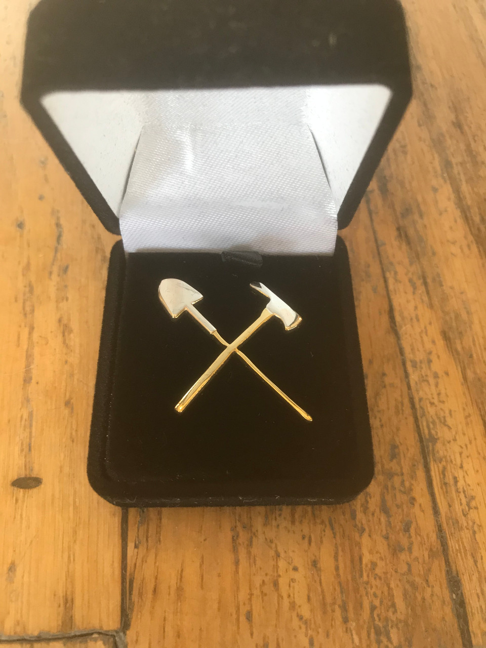 Crossed Tool Clearance Pin