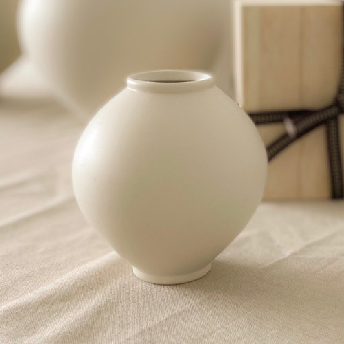 Mini Moon Jar, Korean Traditional white porcelain, Ceramist Cho Sung Hyeon, Seoul Korea. The Moon Jar Singapore.