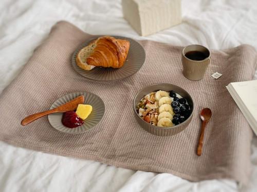 Onseo Set, the moonjar, Handmade Korean Ceramic sets in Oatmeal, Taupe colours. Reasonable price