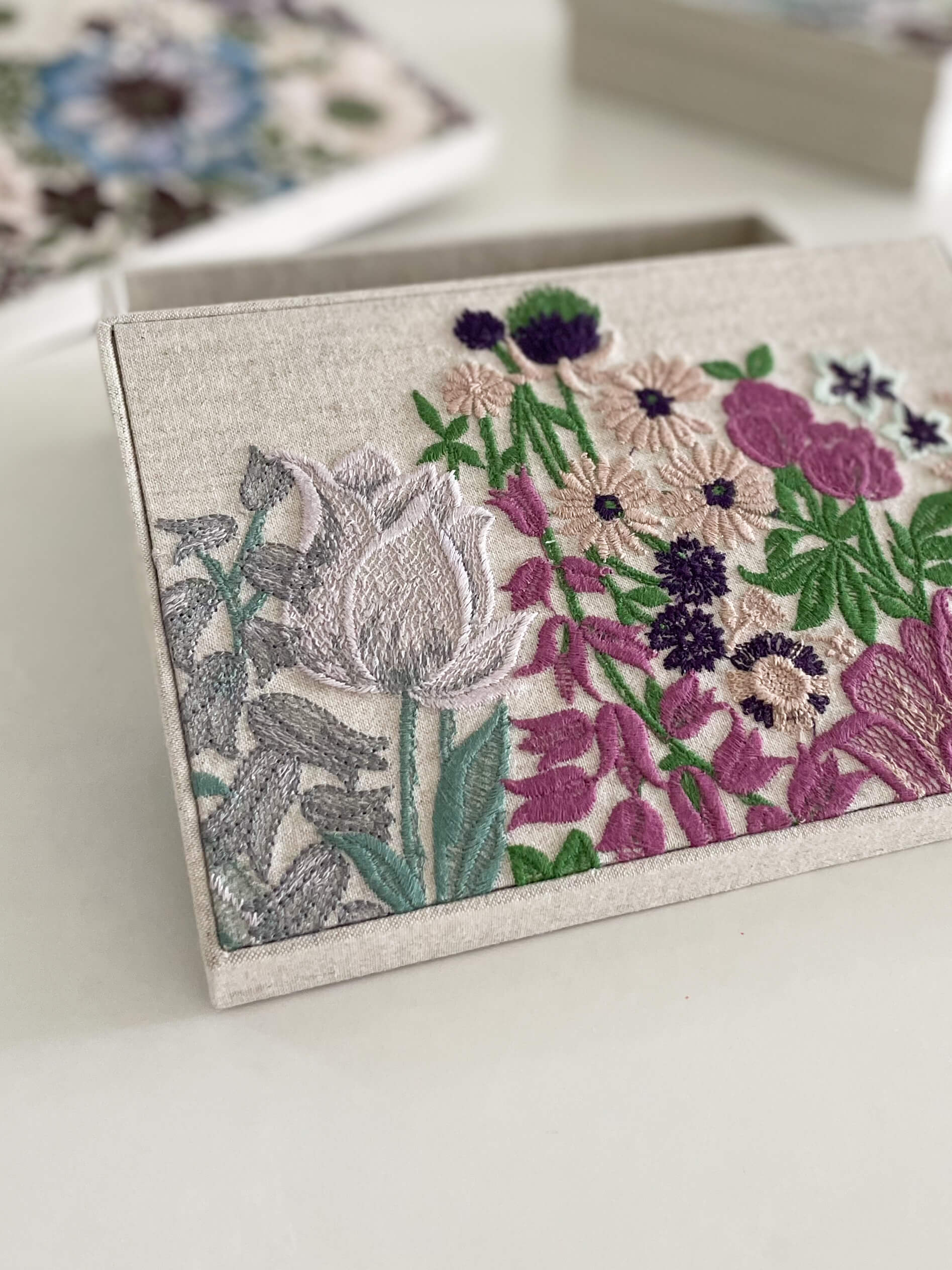 flower Embroidered box hacocco themoonjar