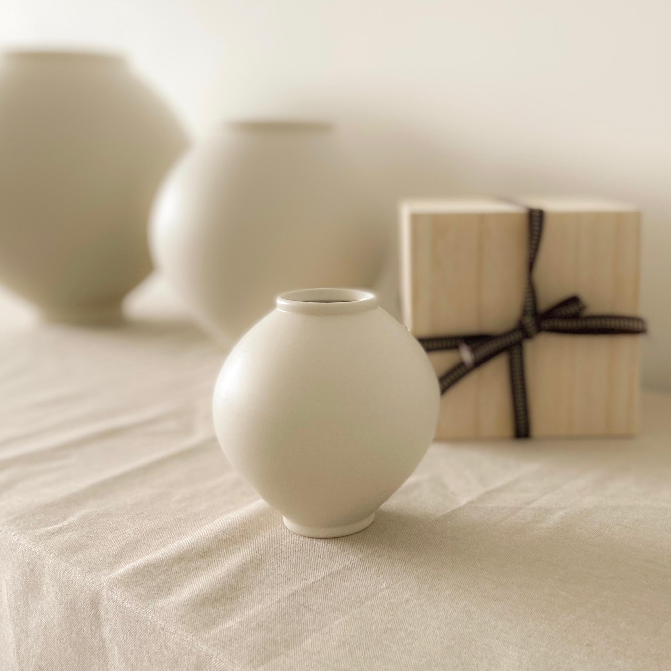 Mini Moon Jar, artist Cho sung hyun,
