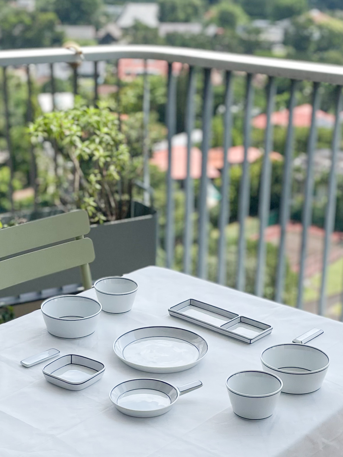 The Blueline Korean Table set for Twoby Kim Seok Binn