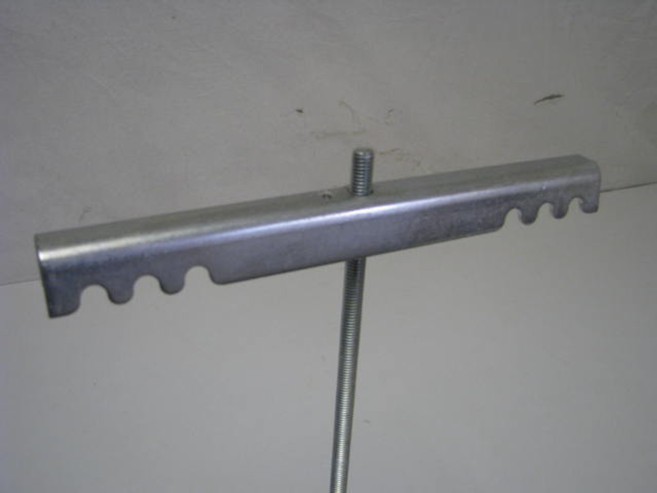 DUAL TANK BRACKET ONLY (06-1006) PICTURED ON ROD (NOT INCLUDED)