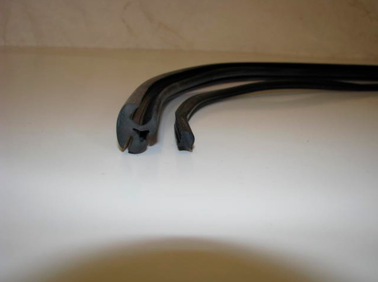 Original Style Spartan Window Gasket and Lock Strip (CHW105)