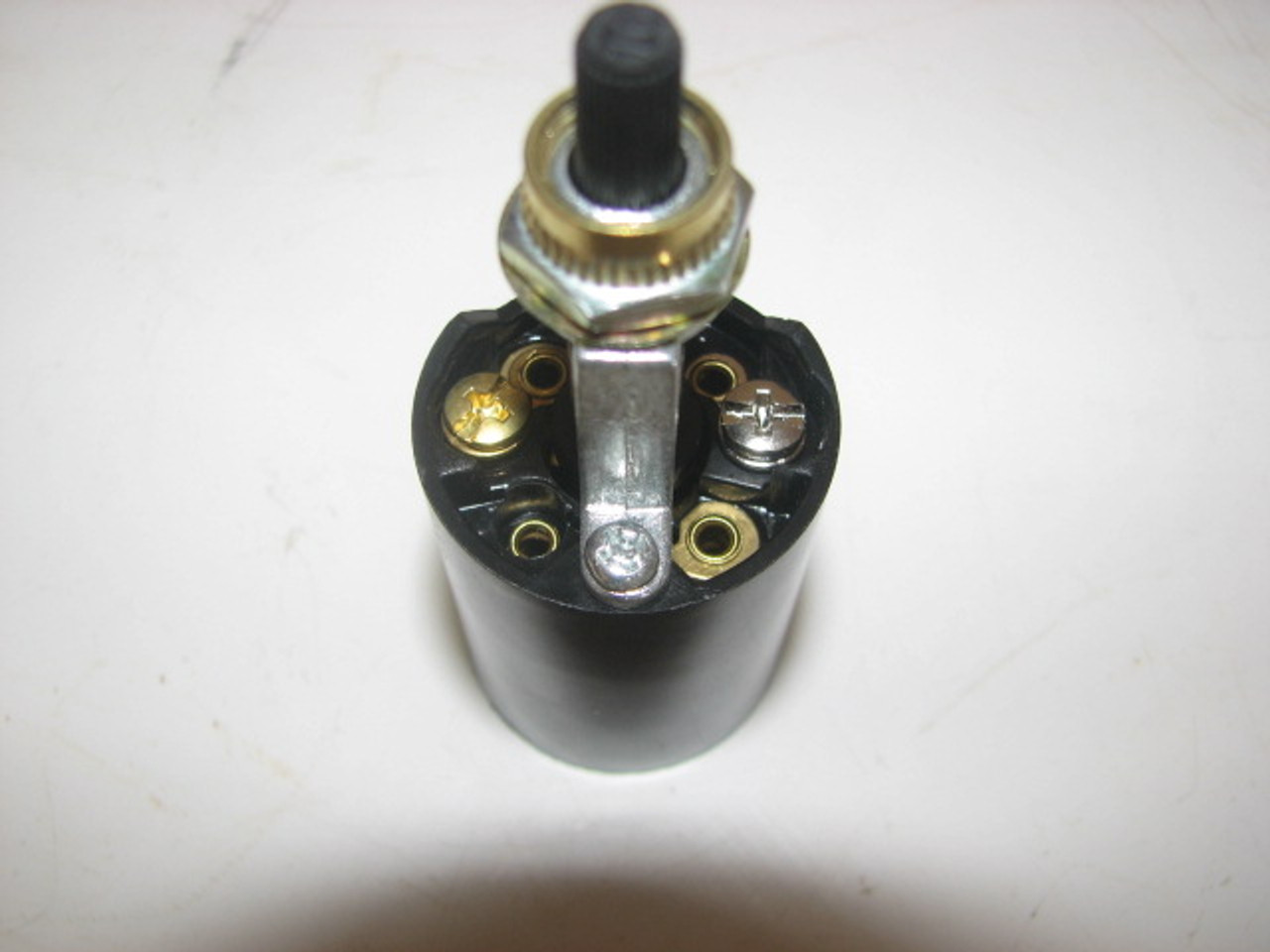 Bakelite Socket with Bottom Switch (CLT065) BOTTOM VIEW