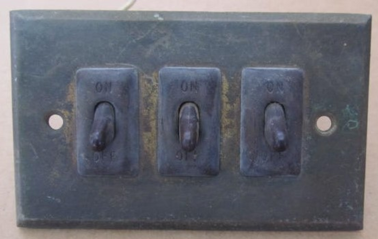 Brass 3 Switch Wall Plate (Not Tested) (EL019) FRONT VIEW