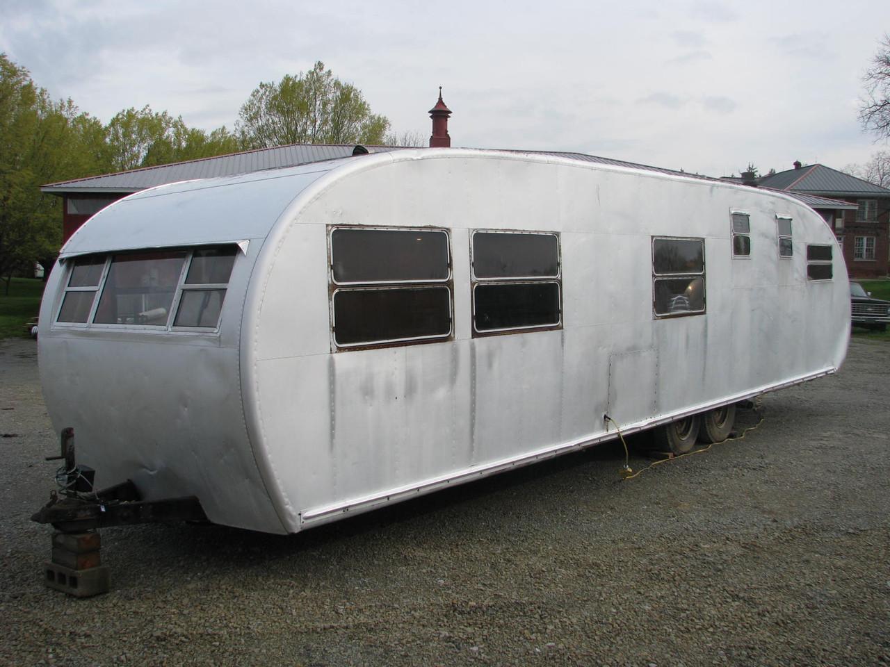 1952 Royal Spartanette 35' #A4015