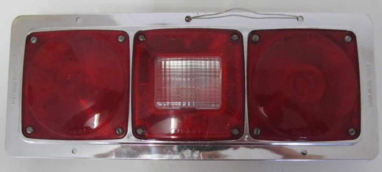 Monarch 5129 Complete Light with missing insert tabs for bracket
