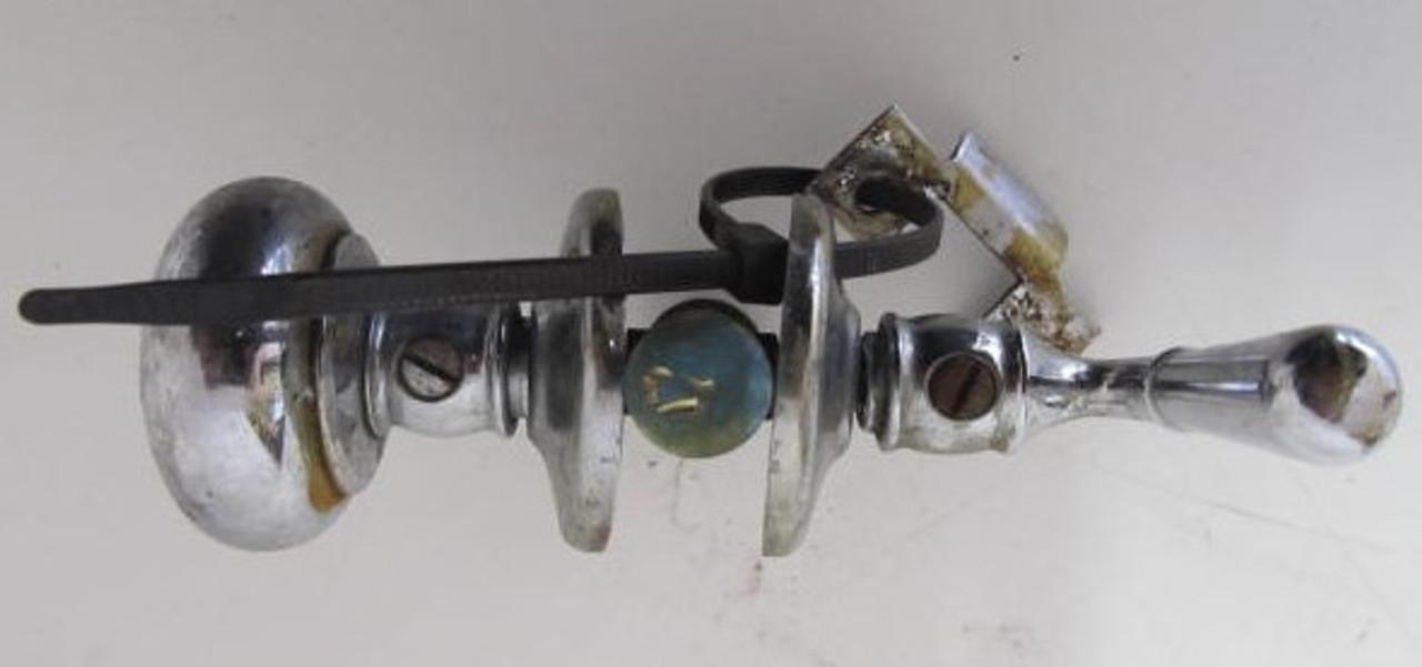 Closet Door Latch (Broken Striker Plate) (HW373A)