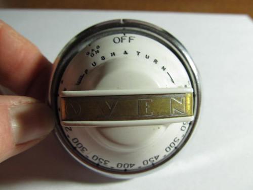 White Oven Knob (AP112)