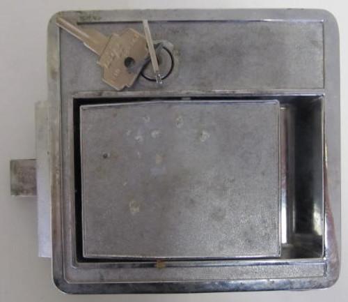 Bargman L-300 Lock w/ 2 keys (missing back plate) (HW368)