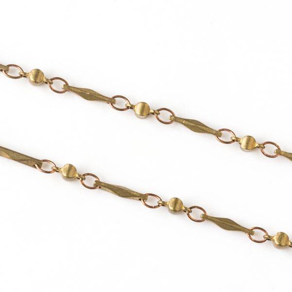 Brass Chain with 2.5x3.5mm Small Oval Links alternating with 2.5x5.5mm Cushion Links and 1.5x9mm Faceted Bar Links - chain2583vb-1m - 1 meter