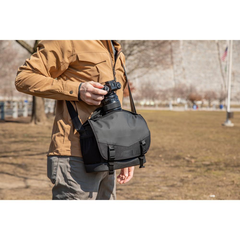 DNA 9 Messenger Bag  Black