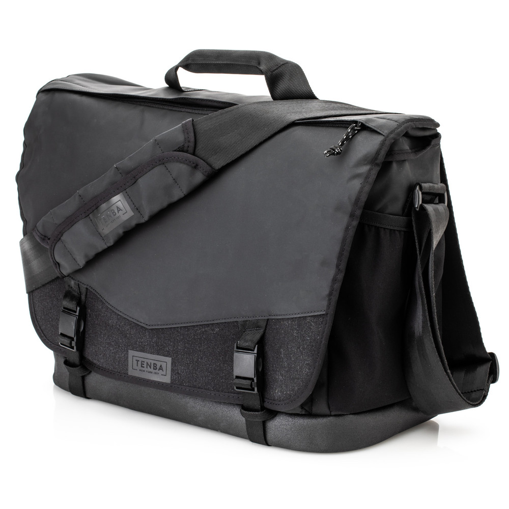 DNA 16 DSLR Messenger Bag  Black