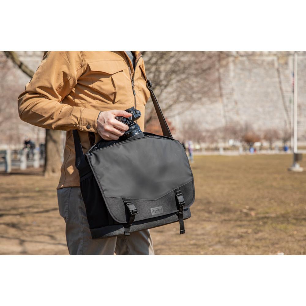DNA 16 Slim Messenger Bag  Black