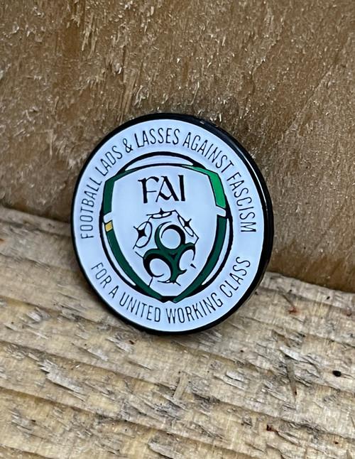 Eire Ireland Football Lads & Lasses enamel badge
