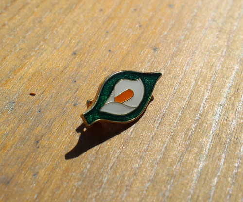 Easter lily 28 mm enamel badge