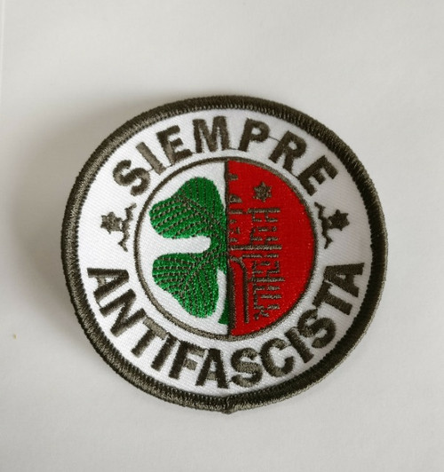 SIEMPRE ANTIFASCISTA 100% embroidered patch, can be ironed on.