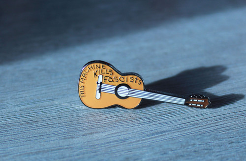 This Machine Kills Fascists (Woody Guthrie) Badge