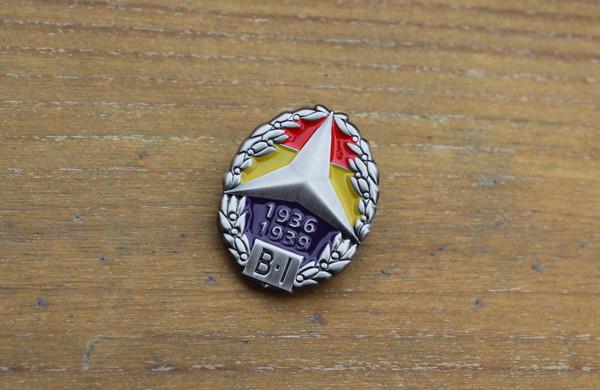 Brigadas Internacionales 3D badge with brooch.