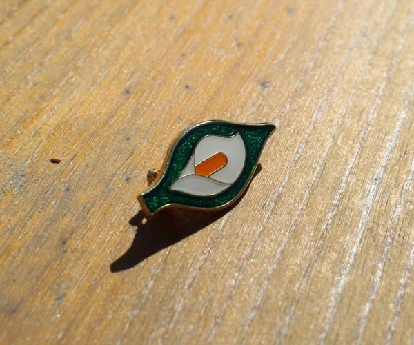 Easter lily 28 mm enamel badge