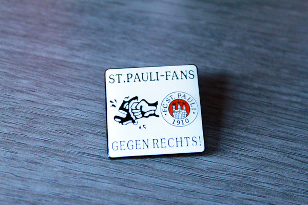 St Pauli Fans Gegen Rechts! enamel badge/pin