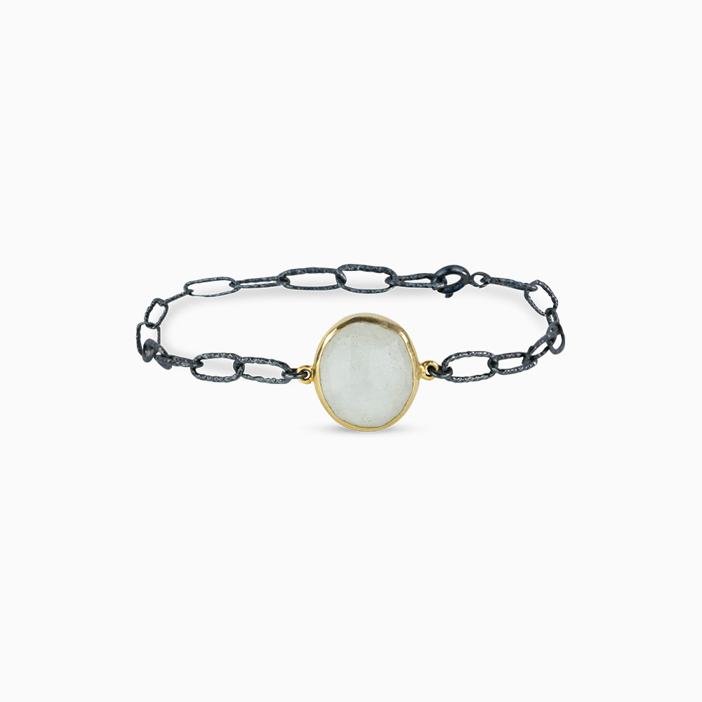 Simple elegance Bracelet - White