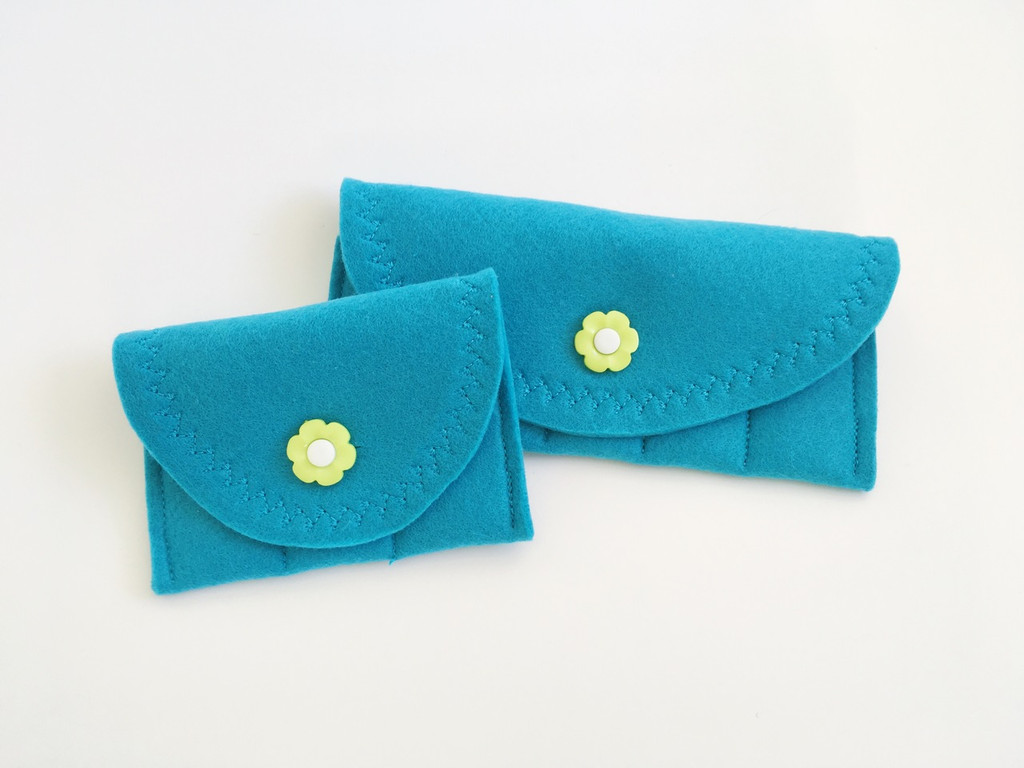 Turquoise with lime flower button